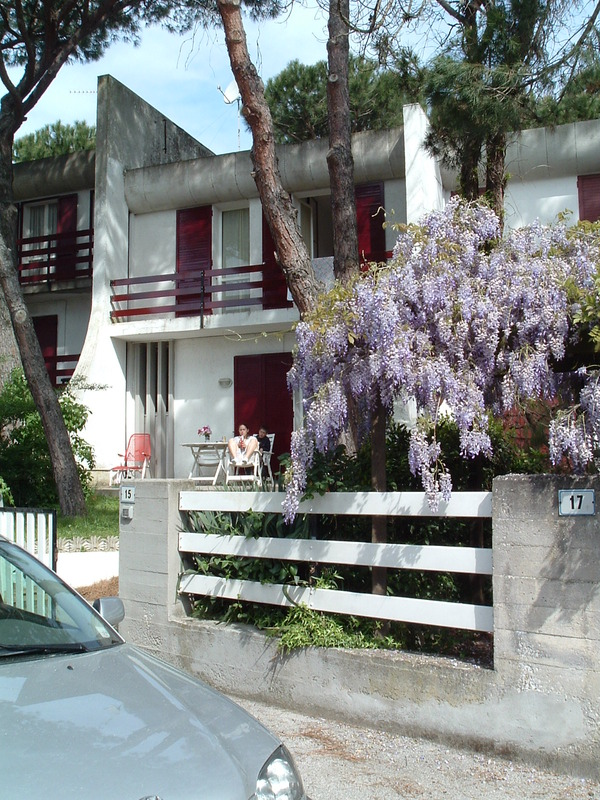 AGORA': Affitto ampia villetta con giardino e doppi servizi a Lido di Spina