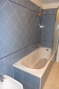 bagno/ vasca piano terra con parete vetro