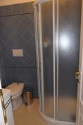 bagno piano primo con box doccia angolare