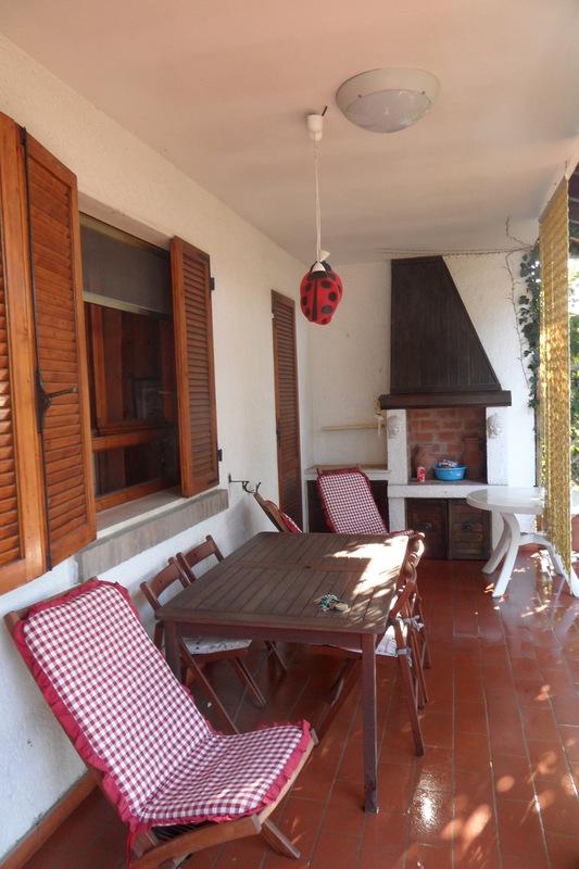SWIMMING : Villetta quadrifamigliare al piano terra, con ampio porticato/giardino e uso di piscina condominiale